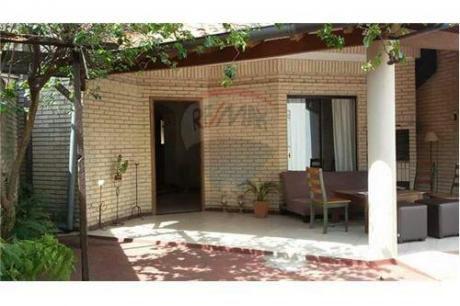 Duplex En Mburucuya Con Excelente Ubicación