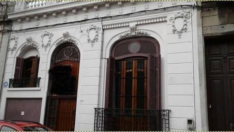 Casa De Estilo En Barrio Aguada