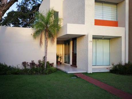 Hermosa Casa En Condominio Cerrado Cannara Zona Norte
