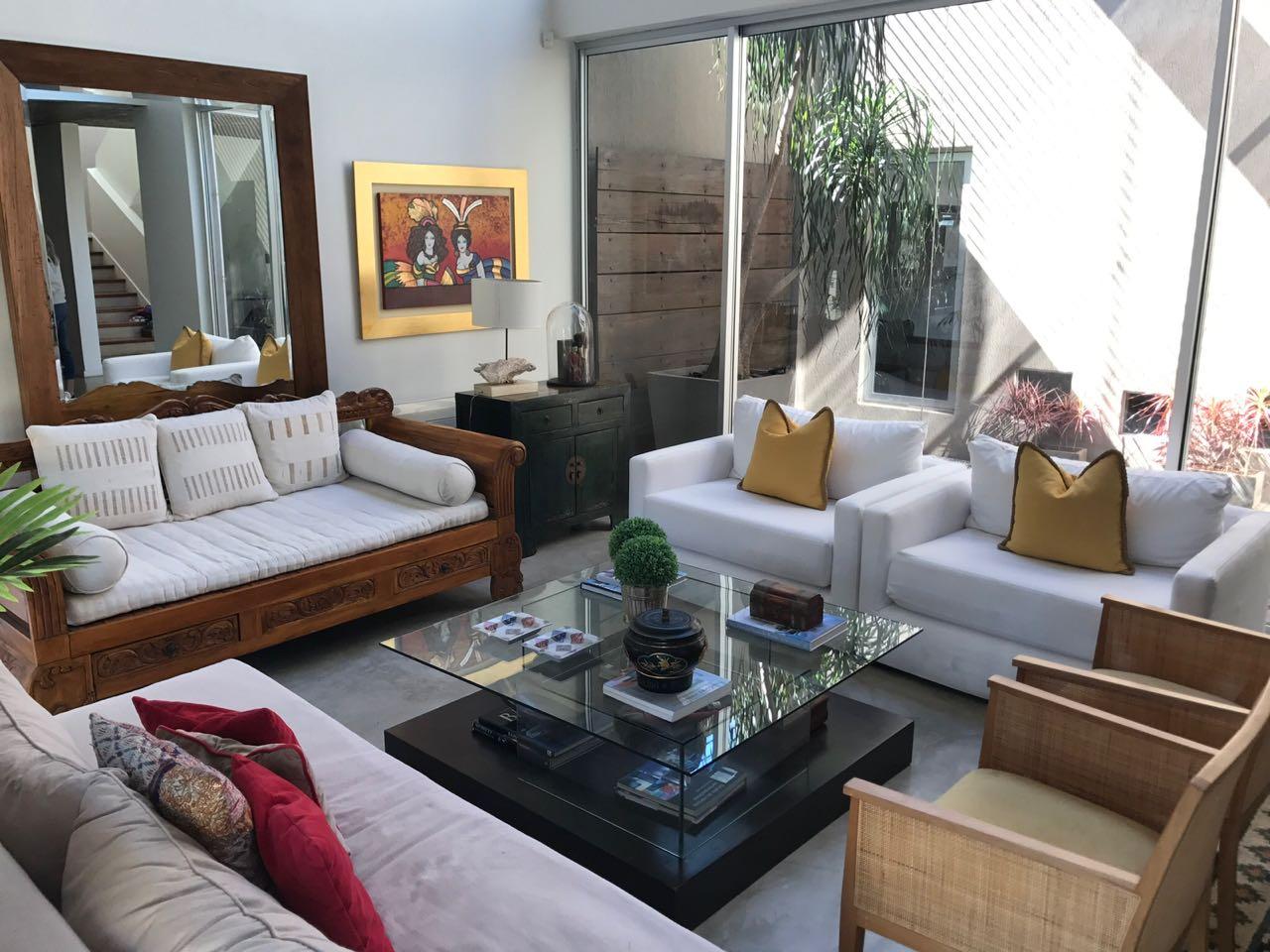 Vendo amplia casa minimalista mburucuya for Casa minimalista uy