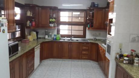 Residencia En Barrio Villa Morra