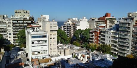 Apartamento Con Vista Al Mar En Pta.carretas Amueblado