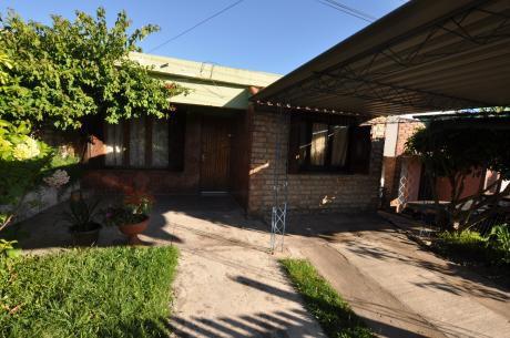 Casa De Dos Dormitorios Zona Hospital