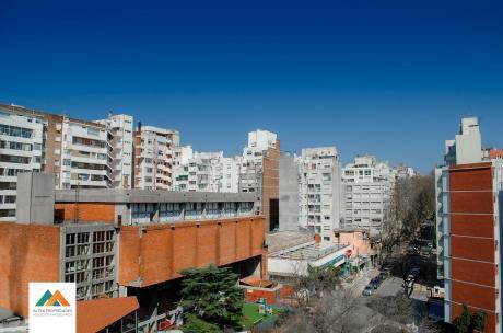 Monoambiente Con Gran Terraza Al Frente, A 1 Cuadra De La Rambla