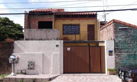 O&M - Bienes Raíces Vende Casa De Dos Plantas