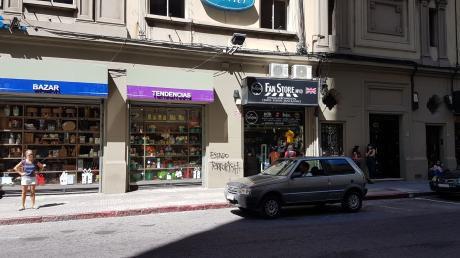 Local Comercial A Metros De 18 De Julio. Wilson Ferreira Aldunate