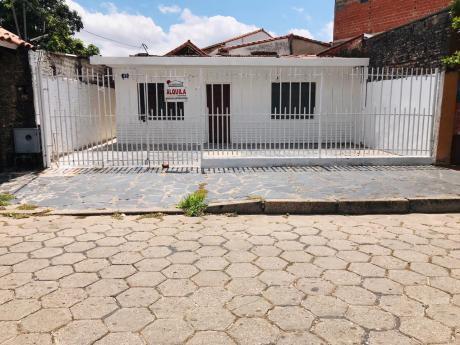 Céntrica Casa En Alquiler, Ubicada Entre 1er Y 2do Anillo