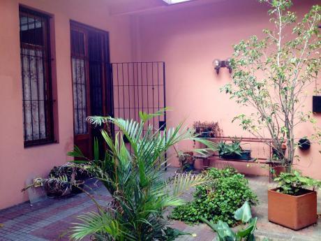 Casa En Ph En Caiguá Esq. Av. Millán