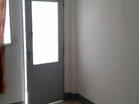 Apartamento De 1 Dormitorio En Tres Cruces. Ideal Inversion