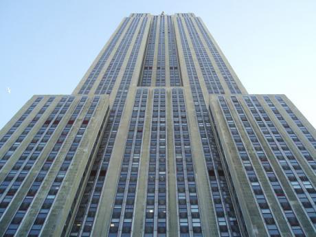 Fabulosa Residencia , En Zona Universidad Americana, 5 Amplios Dormitorios En Suite, 1300m2 Construidos, Terreno De 2500m2 De Calle A Calle, Piscina