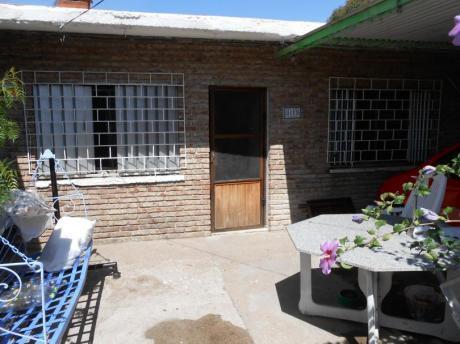 2 Grandes Casas De 3 Dormitorios Con Entrada Independiente