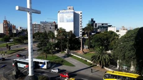Edificio Moderno,  Frente A Tres Cruces, Cercano A Sanatorios, Universidades