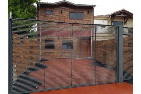 Hermoso Duplex Con Patio En Luque.