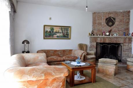Casa En 2 Plantas, 6 Dorm., 4 Baños, Garage X2 Y Barbacoa.