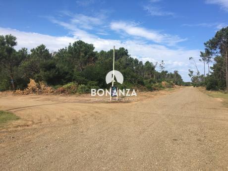 Terreno En Venta, Piriápolis, Punta Colorada, 5 Cuadras De La Playa