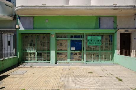Oportunidad Gran Local Comercial Av. Ramón Anador