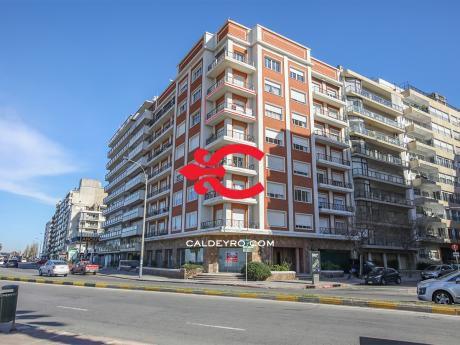 Apartamento Con Renta En Rambla De Pocitos. Ref: 5468