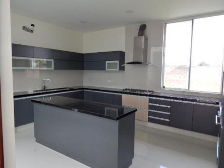 Hermosa Casa A Estrenar En Alquiler Cond.la Cañada-urubo