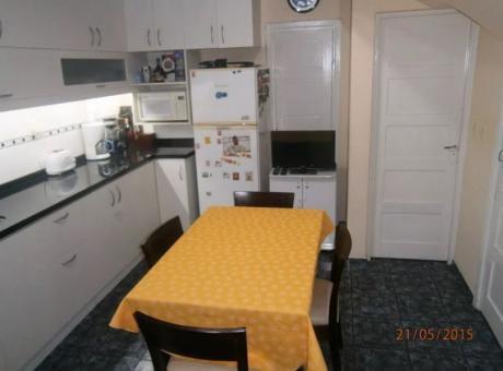 Casa 3 Dormitorios, 2 Baños, Fondo, Gje (prado - Capurro)