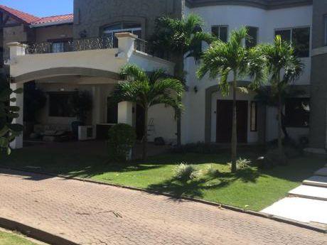 Inmobiliaria Ofrece: Casa En Condominio Venta O Anticretico