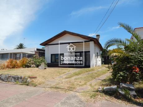 Casa En Venta, Piriápolis, A 350 Metros De La Playa