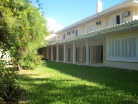 Elegante Mansion 2 Pl 5 Dormitorios Barrio Mburucuya