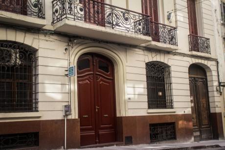 Edificio Con Negocio
