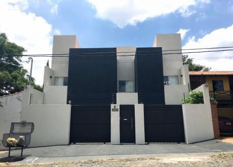 Amplia Y Muy Fina Residencia En Barrio El Mangal