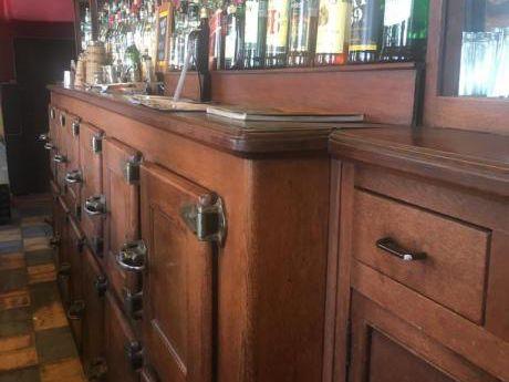 Gran Oportunidad! Bar En Zona Comercial - Se Vende Por Viaje