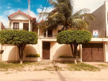 Amplia Casa En Venta Av. La Colorada Entre 4to Y 5to Anillo Sur.