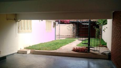 Alquilo Casa Amplia En Barrio Mburucuya, A 2 Cuadras De Aviadores Del Chaco.