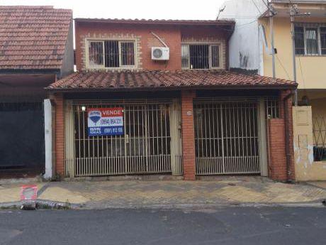 Casa A Remodelar Con Excelente Ubicación.