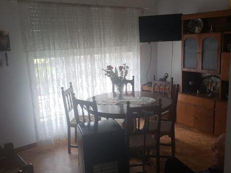 Casa De Tres Dormitorios En Prado Norte.