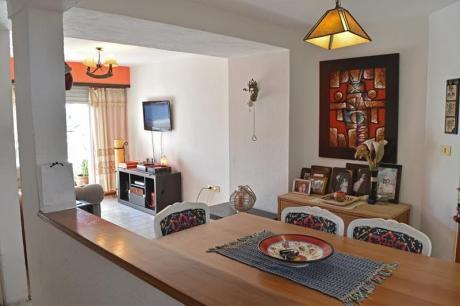 Se Vende Impecable, Apartamento De 2 Dormitorios + Cochera En Buceo