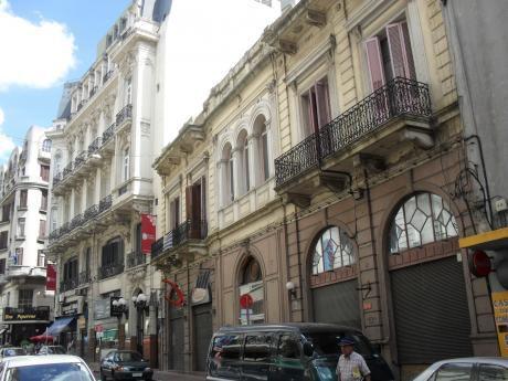 Importante Edificio En Principal Zona Comercial De Ciudad Vieja
