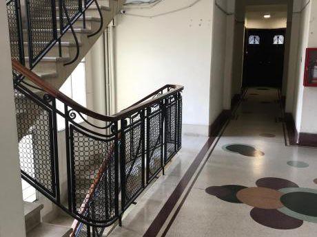 Muy Buen Departamento En Historico Edificio Sobre Avda 18 De Julio