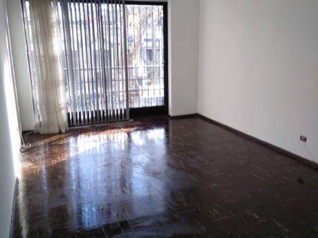 Apartamento Con Garage Cerca De Las Facultades