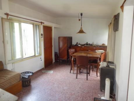 Casa Prolija En Carrasco. En Venta 2 Dormitorios