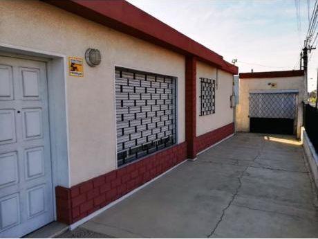 Venta De Casa 3 Dormitorios , Las Piedras , Frente Al Hospital .