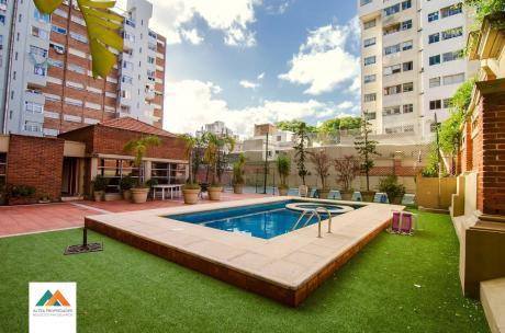 Apartamento Al Frente, Piso Alto, Con Garaje Y Portería Las 24hs