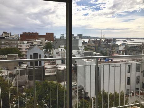 1 Dormitorio Y Medio Con Vista  Al Puerto. Río Branco Entre Mercedes Y Uruguay