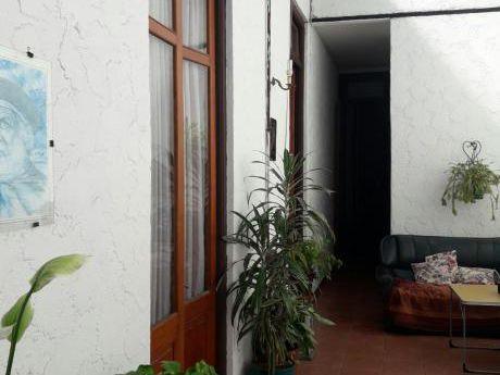 Muy Buena Casa De época En Barrio Bella Vista, Ideal Inversores!!
