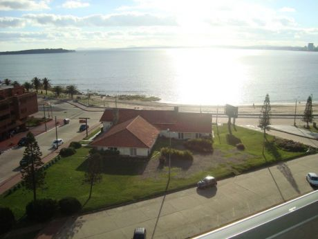 Torreon - Apartamento En Venta En Playa Mansa De 3 Dormitorios Y Servicio