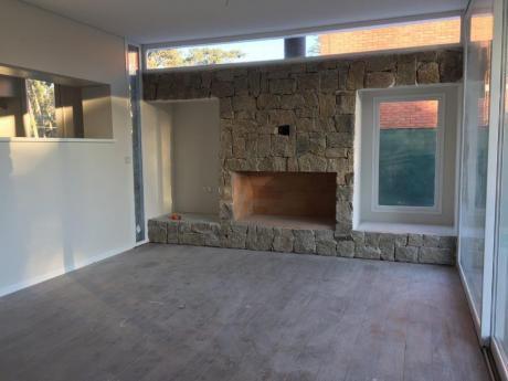 Muy Moderna Casa A Estrenar En Parque Miramar
