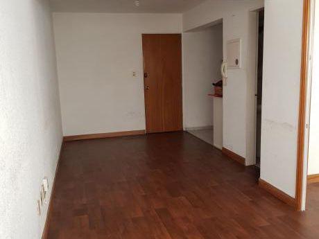 Apartamento 1 Dormitorio Piso Alto Al Frente