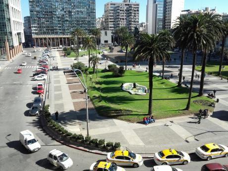 Gran Monoambiente Con Vista A La Plaza Independencia Con Gge Opcional