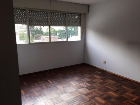 Alquiler Apartamento  En Pocitos  3 Dormitorios