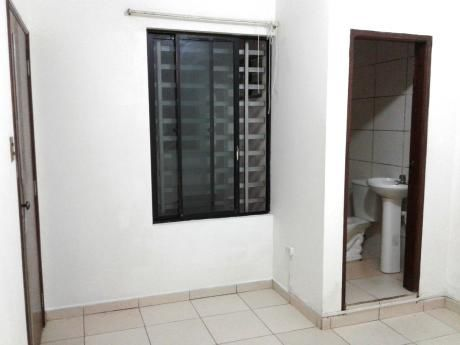 Pequeña Habitación Con Baño Privado 1° Anillo Cerca Uagrm Bs. 800