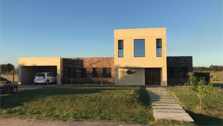 Casa Minimalista- Barrio Privado Colinas De Carrasco