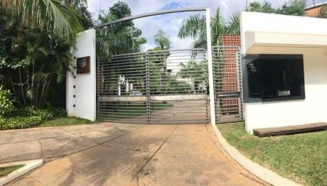 Capital Vende Lujosa Casa En Barrio Cerrado Botanica 5.